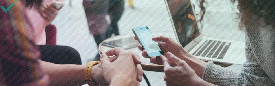 Anche il controllo dei social media durante l'ora di pranzo è abbastanza comune.