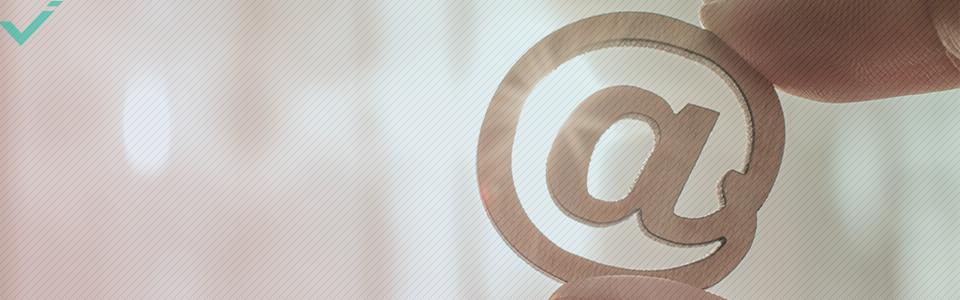 Cosa significa il simbolo @ online?